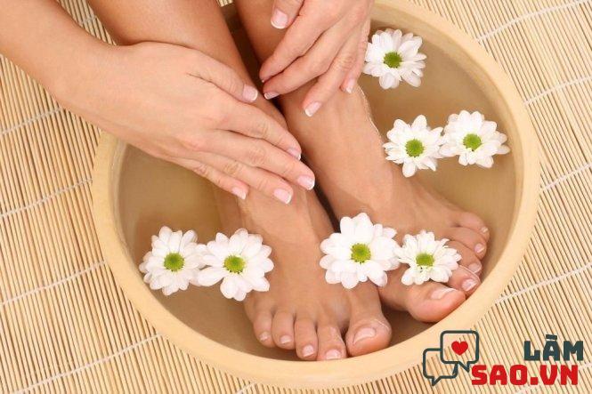 Ngâm chân với nước ấm