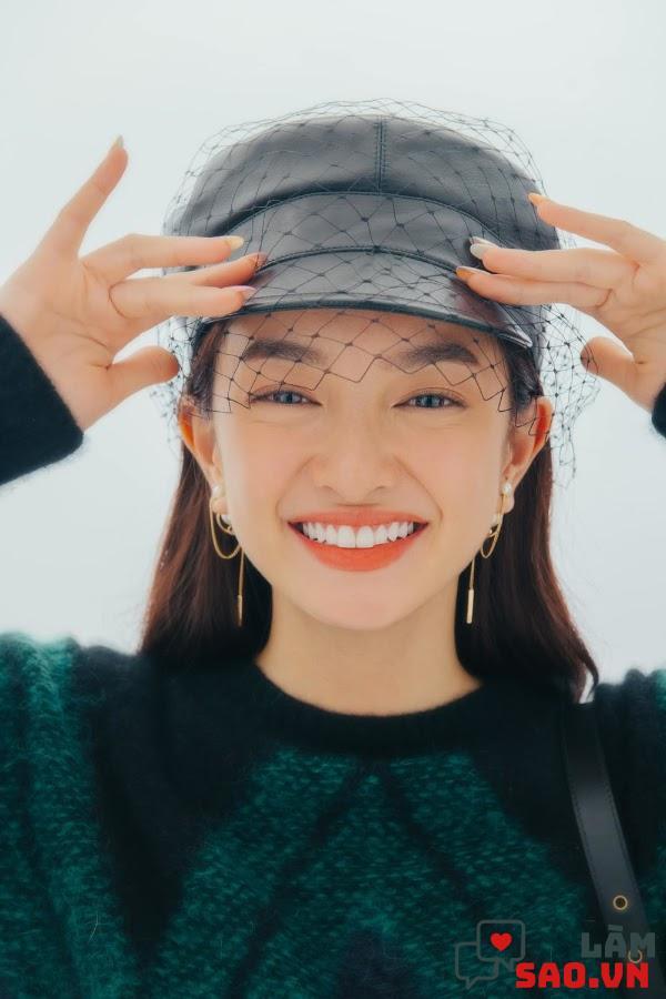 Cô nàng sở hữu gương mặt xinh xắn, nụ cười thu hút người đối diện